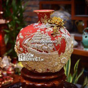 Bình hút tài lộc đắp nổi Thuận Buồm Xuôi Gió vẽ vàng Bát Tràng - Men đỏ - 35cmx35cm