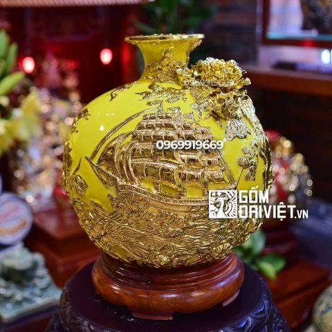 Bình hút tài lộc Thuận Buồm Xuôi Gió dát vàng Bát Tràng - Men vàng - 30cmx30cm