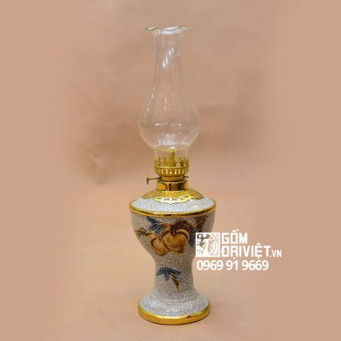 Đèn thờ vai vuông đắp nổi Bát Tràng - Men rạn