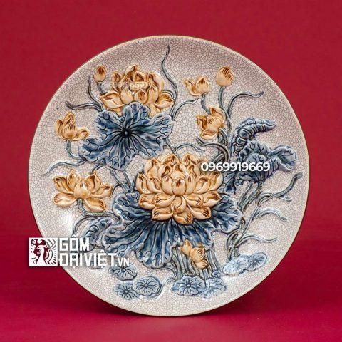 Mâm bồng đắp nổi hoa Sen Bát Tràng - Men rạn - Phi 30