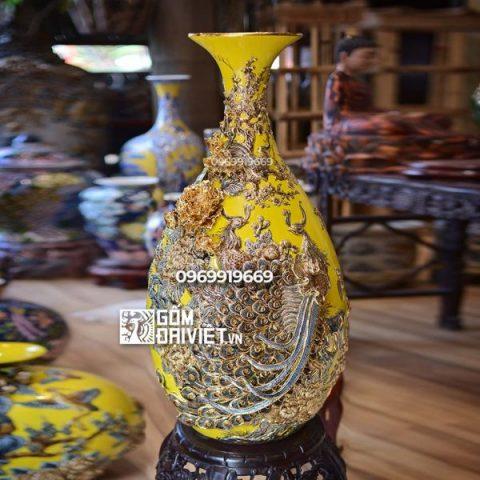Bình gốm phong thủy chim công đắp nổi vẽ vàng dáng tỏi ngỗng