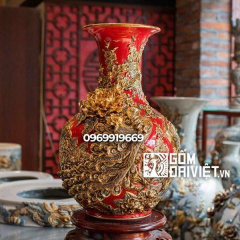 Bình gốm phong thủy vẽ vàng màu đỏ tỏi chim công đắp nổi