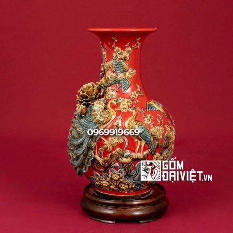 Bình gốm sứ phong thủy đắp nổi màu đỏ tỏi chim công