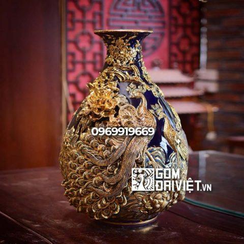 Bình gốm sứ phong thủy vẽ vàng đắp nổi tỏi chim công màu xanh đen