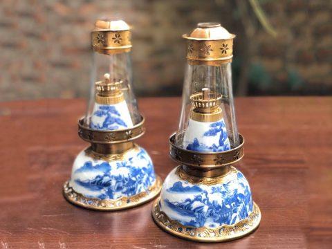 Đèn dầu men lam vẽ sơn thủy dáng bát úp Bát Tràng