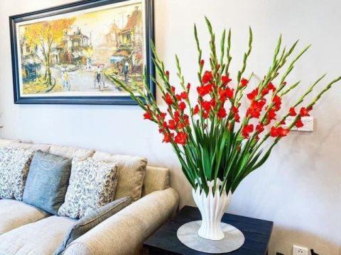 Lọ cắm hoa bàn tay phật men trắng cao 35cm